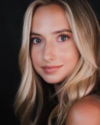 Hannah Mehl Headshot