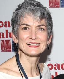 Nina Lannan Headshot