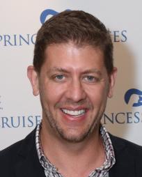 Daniel Levine Headshot