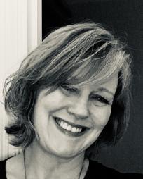 Caroline Humphris Headshot