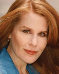 Julia Wade Headshot