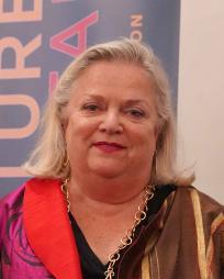 Vicki Halmos Headshot