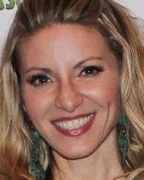 Laura Woyasz Headshot