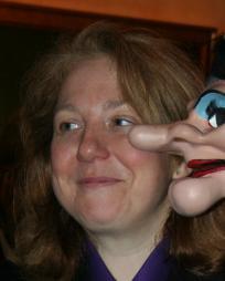 Lara MacLean Headshot