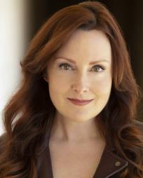 Laura Dickinson Headshot