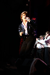 Tommy Lynn in One Hot Night - The Ultimate Neil Diamond Tribute in Broadway