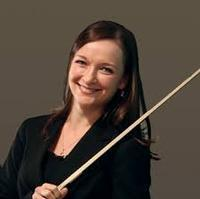 Hostess violinist Justyna Notes in Netherlands