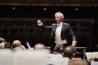 Welser-M?st Conducts Mozart and Dvo??k in Cleveland