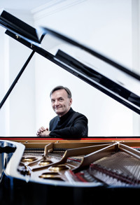 Taiwan Philharmonic and Stephen Hough in Seattle