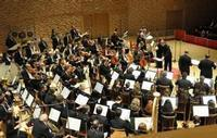 The Orchestra comes on stage in Russia