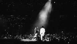 On the Run Tour: Beyoncé and Jay-Z small logo