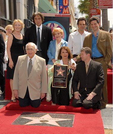 Holland Taylor, Benecio Del Toro, Irene Gilbert, Johnny Grant, Mark Ruffalo, Ellen Adler, Tom Oppenheim and Leron Gubler at Ruffalo and Del Toro See Stella Adler's Star
