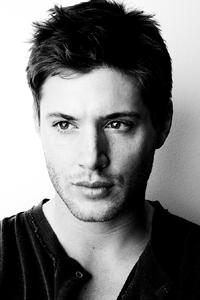 Jensen Ackles Photo