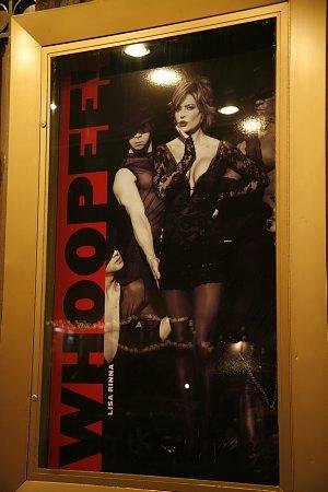 re: Samantha Harris in CHICAGO....?