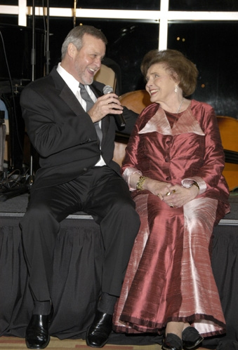Ron Raines sings to Patricia Neal