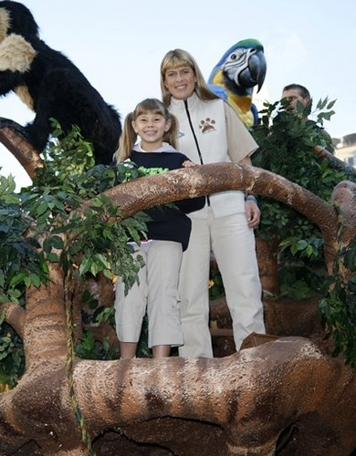 Bindi Irwin and Terri Irwin