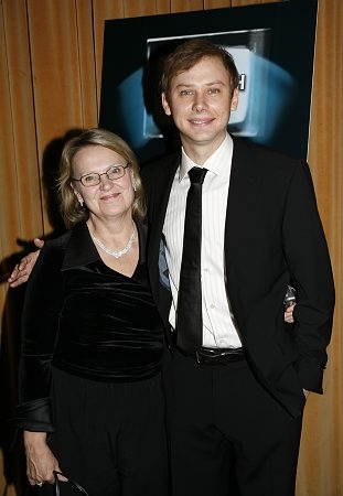 Jimmi Simpson and his mother