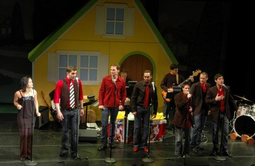 Rema Webb and The Broadway Boys (l-r): Zak Resnick, Steve Morgan, Jesse Nager, Josh Strickland, Ryan Binder and Daniel Torres
