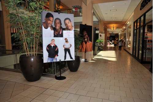 Photo Coverage: Jeannette Bayardelle Performs for the Heart Gallery