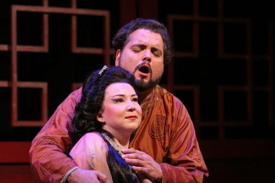 Irina Rindzuner as Princess Turandot and Rafiel Davila as Calaf