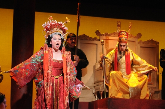Irina Rindzuner as Turandot & Anthony Laciura as The Emperor