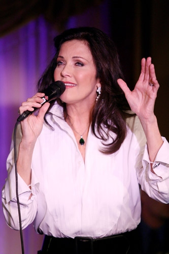 National Museum of Women in the Arts to Honor Lynda Carter 11/7