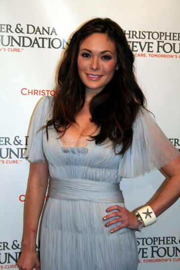 Lindsay Price Photo