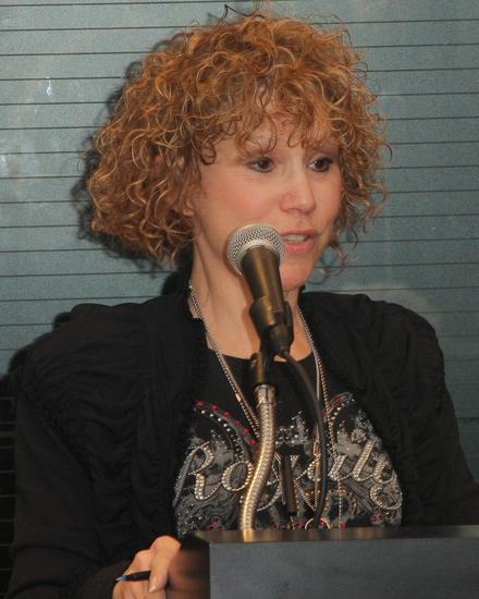 Carrie Robbins Photo