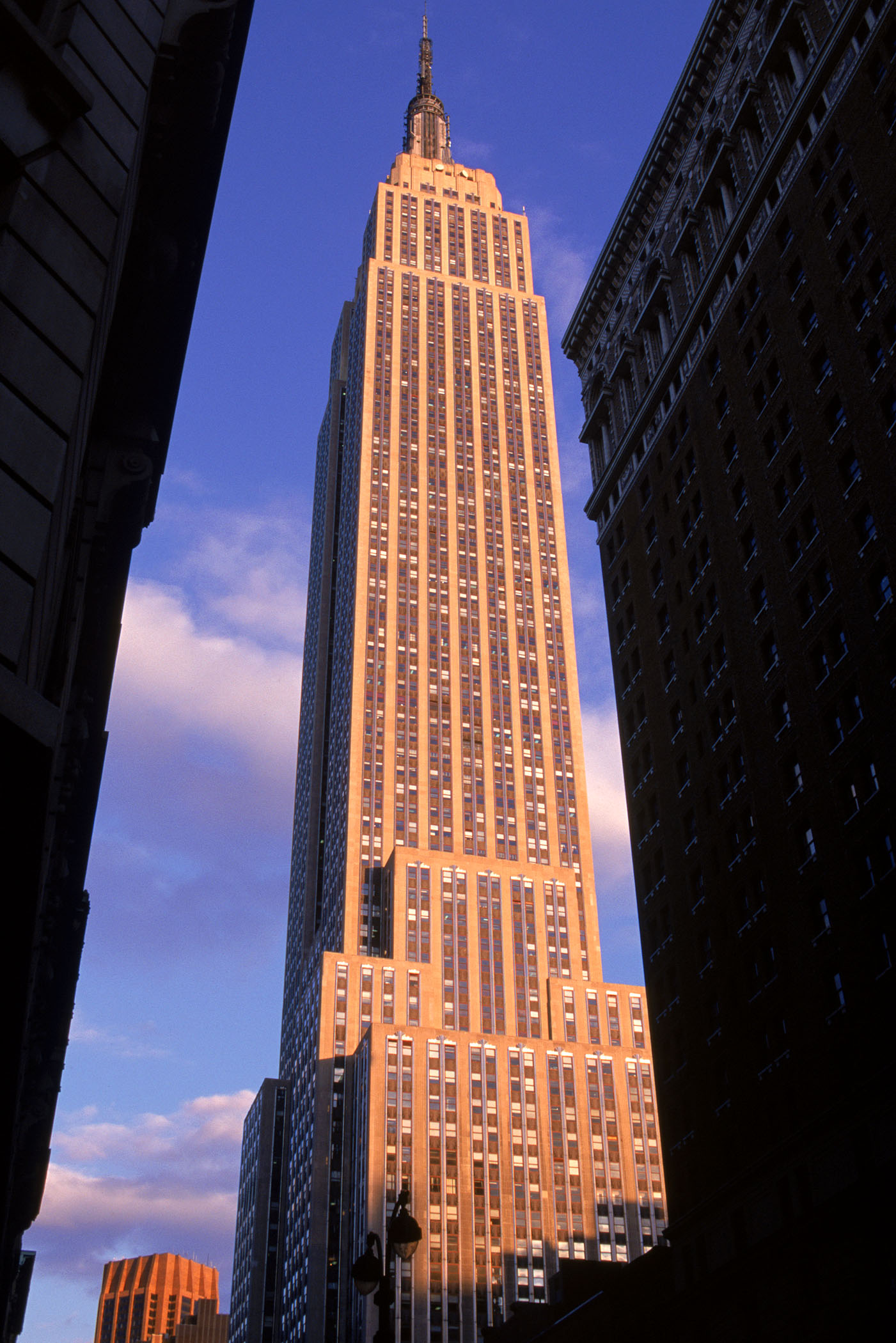 a brief history and description of the empire state building in new york
