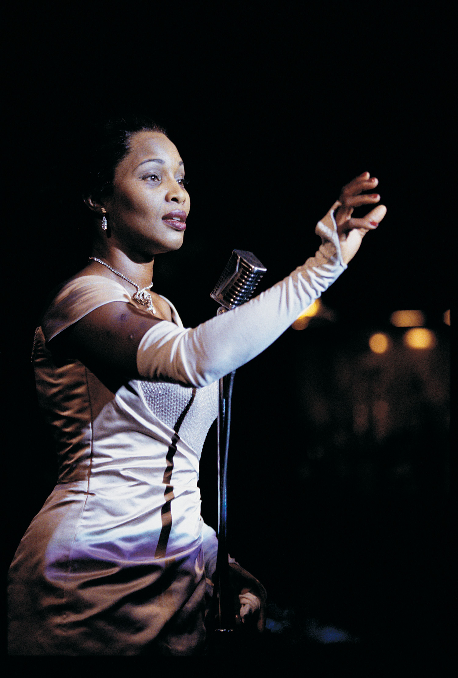 Suzzanne Douglas Conjures Up Billie Holiday In 'LADY DAY'