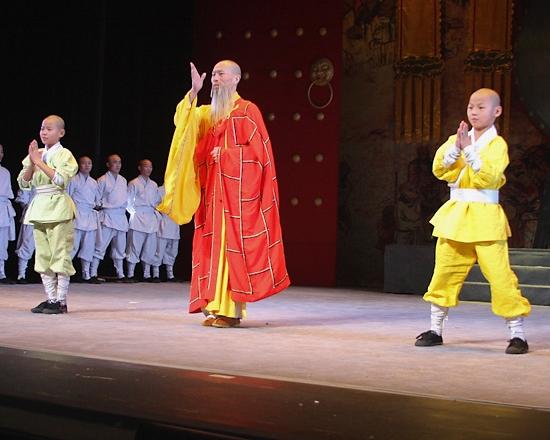 Bai Guojun and young ensemble members