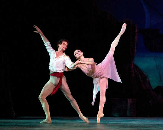American Ballet Theatre's Le Corsaire, featuring Irina Dvorovenko and Cory Stearns (photo: Marty Sohl)