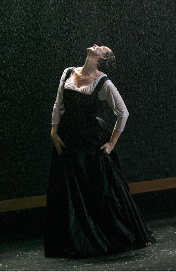 Photos: MARY STUART at the Broadhurst Theatre