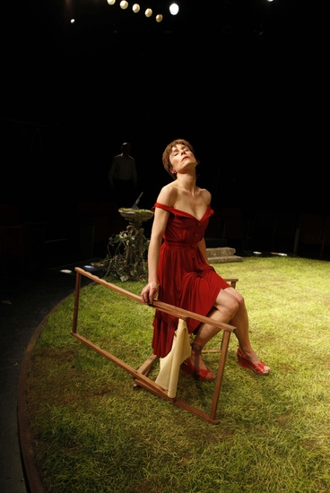 Photo Flash: 'THE NORMAN CONQUESTS: ROUND AND ROUND THE GARDEN'