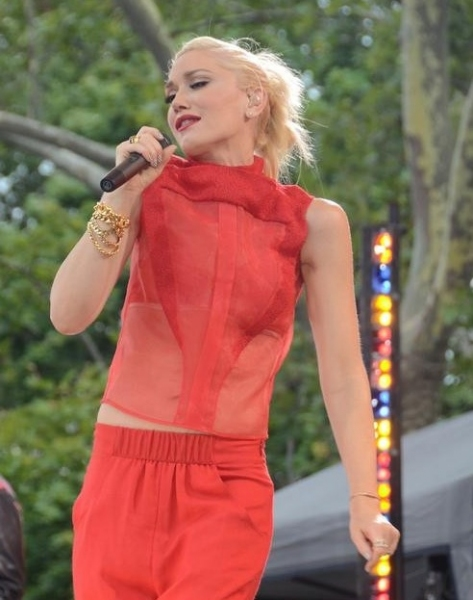 Photo Flash: Gwen Stefani Performs on GMA