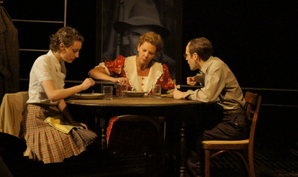 Photo Flash: First Look at Jacqueline Grandt, Ryan Heindl & More in Redtwist's THE GLASS MENAGERIE