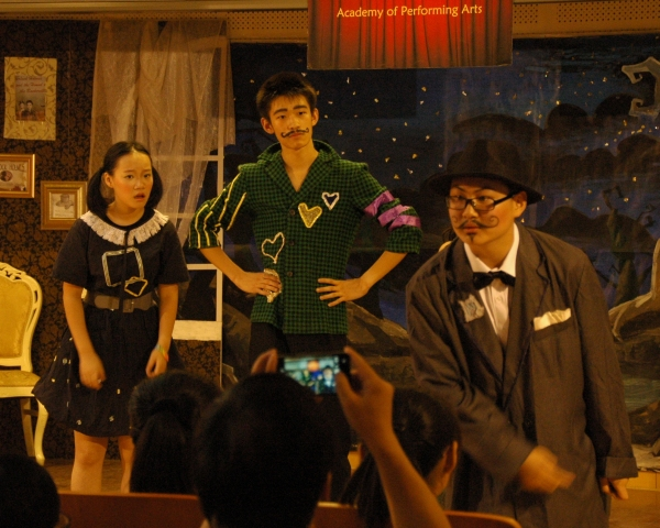 Cissy Shen as Nancy Drew, Bob Gao as Sir Henry and Alex Chi as Colonel Mustard