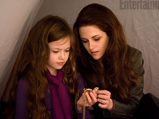 Photo Flash: First Look - Bella, Renesmee in TWILIGHT BREAKING DAWN