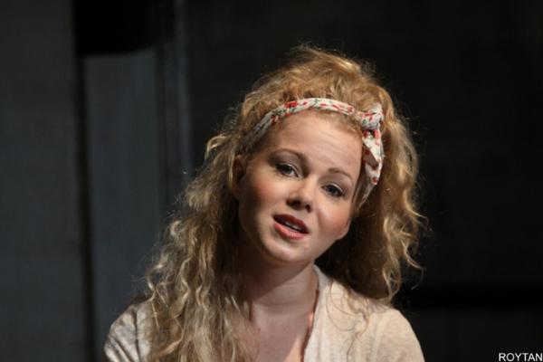 Amy Lennox (Velcro)