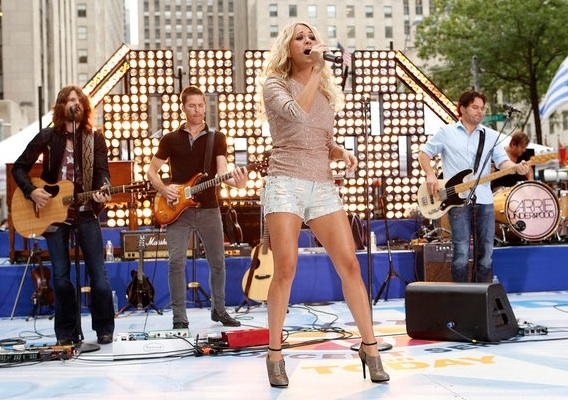 Photo Flash: Carrie Underwood Performs on TODAY