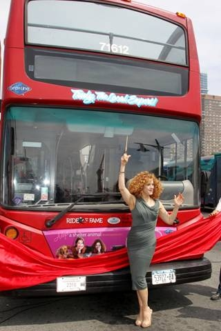 Photo Flash: Bernadette Peters and Mary Tyler Moore Welcomed into Gray Line's Ride of Fame Campaign