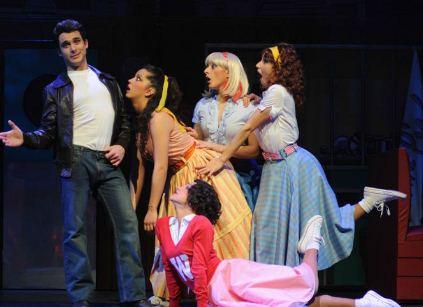 Review: I Giorni Felici 'esplodono' a Catona Teatro: soffia il vento degli anni '50!!