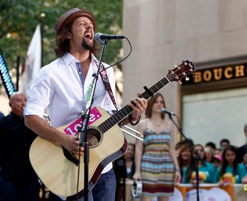 Jason Mraz at Jason Mraz, Christina Perri Perform on TODAY