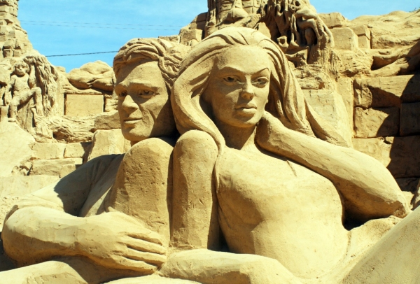 Brad Pitt, Angelina Jolie at Pitt, Jolie Among Works at 10th Int'l Sand Sculpture Festival