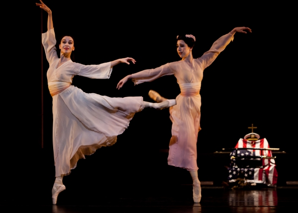 Ballet: MADAME BUTTERFLY. Choreographer: Stanton Welch. Dancers: Amy Fote and Jessic Photo