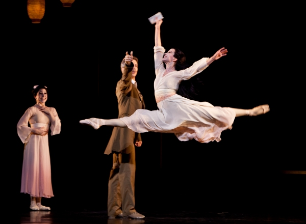 Ballet: MADAME BUTTERFLY. Choreographer: Stanton Welch. Dancers: Amy Fote, Linnar Looris and Jessica Collado.