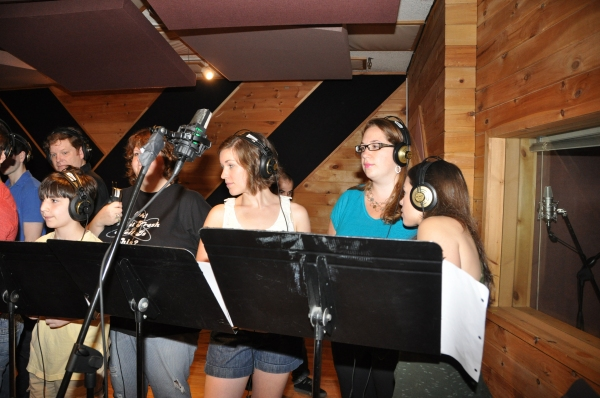 Matthew Schechter, Mark Aldrich, Vanessa Brown,Caitlyn Caughell, Emily, Powell and Vanessa Brown at BWW Photo Exclusive: NEWSIES Cast Sings for 'Carols For A Cure'