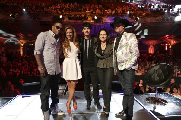 Nelly, Allison Hagendorf, Joe Jonas, and Gloria Estefan, and John Rich