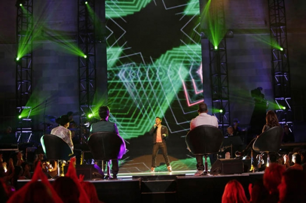 (L-R): John Rich, Joe Jonas, Jeremy Crooks, Nelly, and Gloria Estefan Photo
