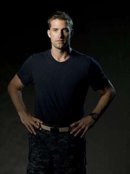Scott Speedman as XO Sam Kendal